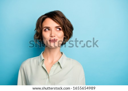 Closeup photo of funny lady short hairdo wondered look up empty space have creative business idea startup project wear casual green shirt isolated blue color background Photo stock ©