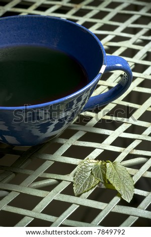 closeup picture of a cup of fresh mint tea