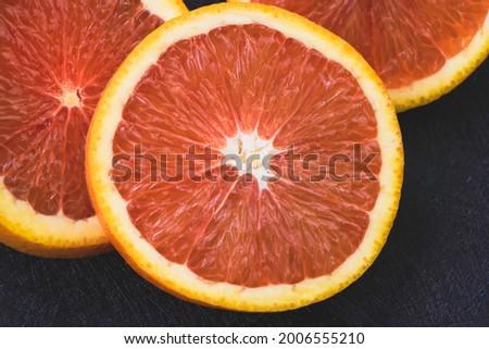 Closeup pink pulp of Cara Cara Orange sliced,on background,blurry light around Foto stock ©