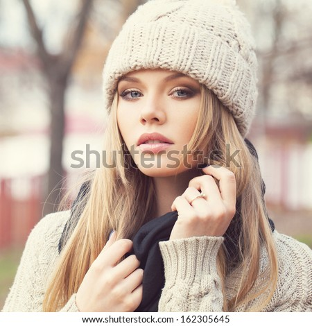 Closeup portrait of sexy blonde girl in knitted clothes. Looking at camera. Outdoors #162305645