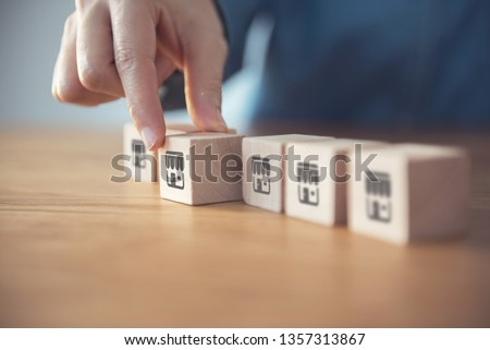 Closeup Woman hand choose wood blog with franchise icon.  Franchise business concept. Stockfoto ©
