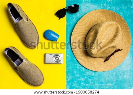Clothing, accessories and accessories that should not be missing in your suitcase for the beach such as: Sunglasses, sunscreen, comfortable shoes, hat and camera.