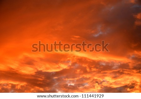 Clouds in the evening/Fire Clouds/Clouds at sunset appear on fire