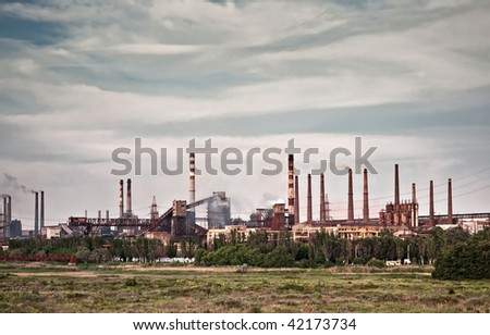 Coal burning power plant surrounded by a smoggy sky