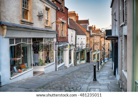 stock photo cobbled streets at catherine hill in frome somerset 481235011 - Каталог — Фотообои «Улицы, переулки»