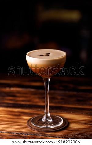 Cocktail espresso martini based on coffee, liqueur coffee and vodka Foto stock ©