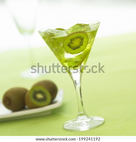 cocktail, soft drink with alcohol and / or fruit juice mixed in it,