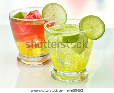 cocktails with ice and lime