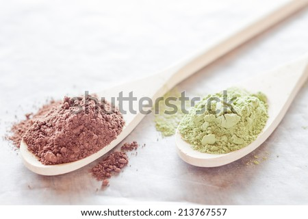 Cocoa and green tea powder heap