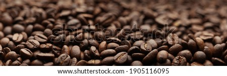 Coffee beans. Macro coffee beans background. Selective focus. Roasted seeds Shallow depth of field. Panoramic Hi-res banner. Stockfoto ©
