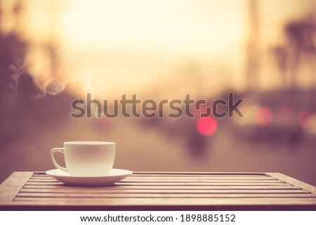 Coffee espresso on wood table nature background in garden, warm tone Foto stock ©