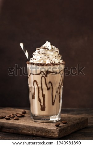 Cold Frappe Coffee  with whipped cream. Mudslide delicious iced coffee drink, copy space. Foto stock ©