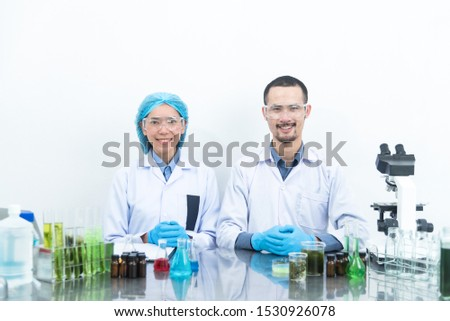 Collaboration of researchers in the laboratory For alternative energy research
