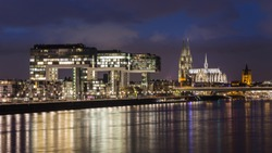 Cologne Cathedral and the illuminated Kranhäuser (