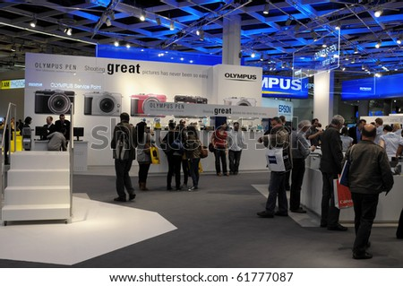 COLOGNE - SEPTEMBER 21: Visitors at Photokina - World of Imaging, Top Event for the Trade and User, September 21, 2010 in Cologne, Germany.