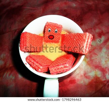 Colombo, Sri Lanka - August 10, 2020: Biscuits in the tea cup, it's a atr like a someone falling down Foto stock ©