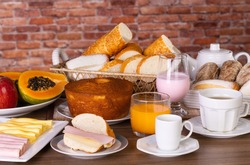 Colonial breakfast served with bread, fruit, cake, coffee, tea, juice, yogurt, ham and cheese. For hotels, inns and holters.