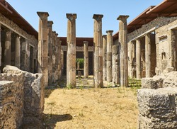Colonnade in courtyard of Domus Pompei in Via della Abbondanza at Ruins of Pompeii. The city was an ancient Roman city destroyed by the volcano Vesuvius. Pompei, Campania, Italy.