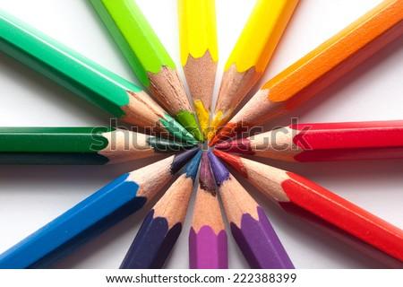 colored pencils color wheel