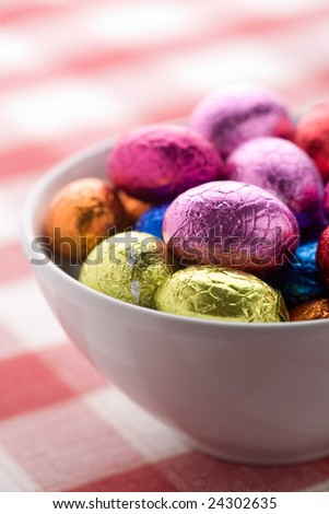 Colorful easter eggs in bowl