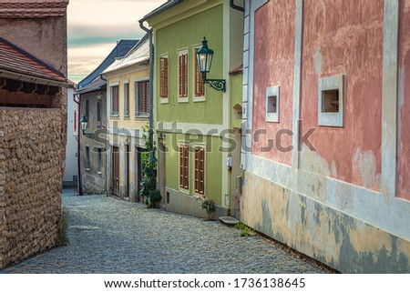 Colorful facades of houses in the historic center of Kutna Hora in the Czech Republic, Europe. Foto stock ©