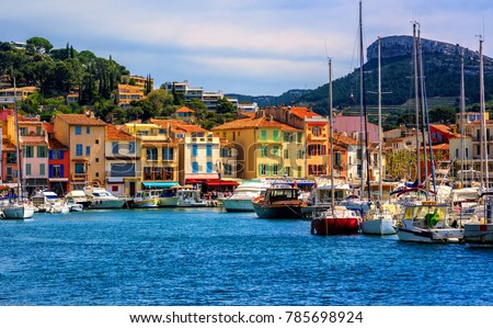 Colorful houses in the popular resort town Cassis by Marseilles, Provence, France Photo stock ©