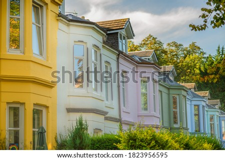 Colorful Houses on a Leafy Residential Street in Glasgow Scotland Stock fotó ©