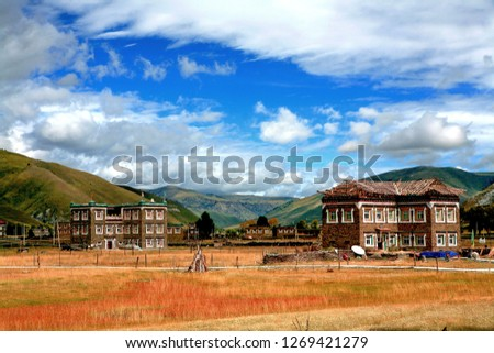 Colorful pastures, pastures, and houses in the autumn of Ganzi Xinduqiao, Sichuan #1269421279