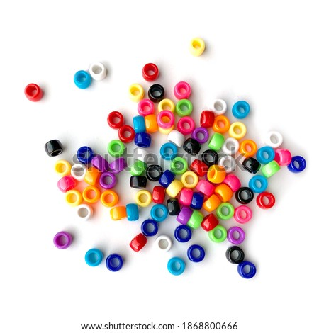 Colorful Rainbow Plastic Beads on White Background.  Kid's DIY Craft. Children's Necklace Beads Foto d'archivio ©