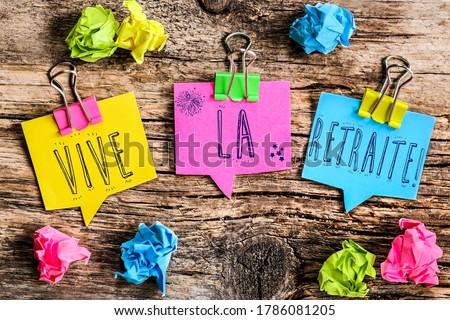 Colorful speech bubbles shaped paper with the French text 'vive la retraite' means long live retirement Photo stock ©