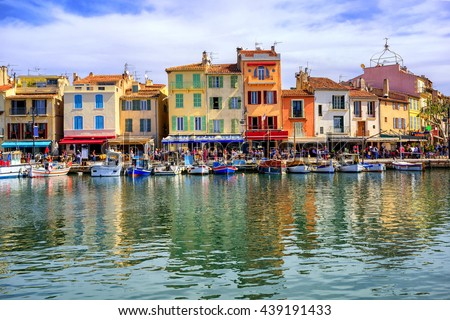 Colorful traditional houses on the promenade in the port of Cassis town, Provence, France Photo stock ©