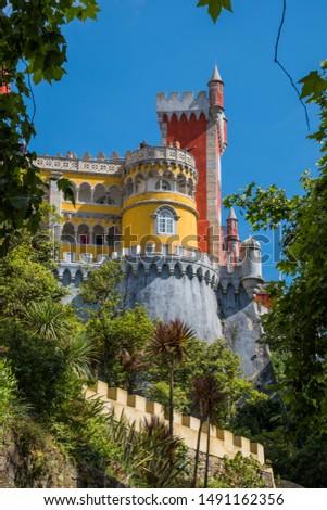 colourful Palacio da Pena un Lisbon