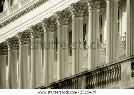 columns and pillars in classic architecture