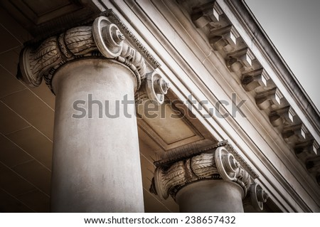 Columns in the courtyard of the Palace of the Legion of Honor. ストックフォト ©