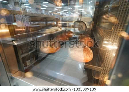 Commercial bread oven with glass doors