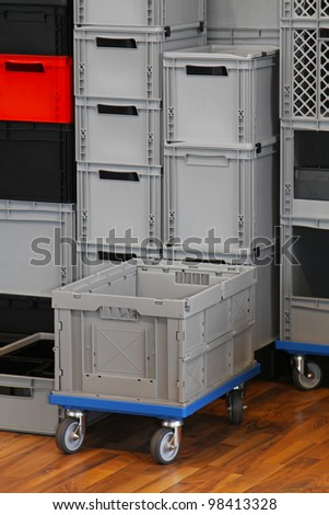 Commercial packing crates and boxes for transport