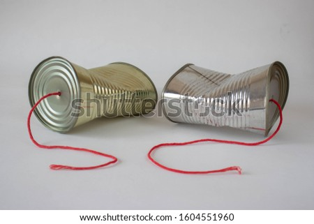 Communication breakdown concept using a tin can telephone  Stockfoto ©