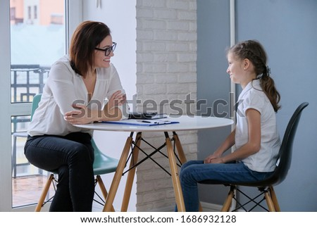 Communication session of school psychologist and girl 9, 10 years. Child tells psychotherapist his experiences, mental health of children Сток-фото ©