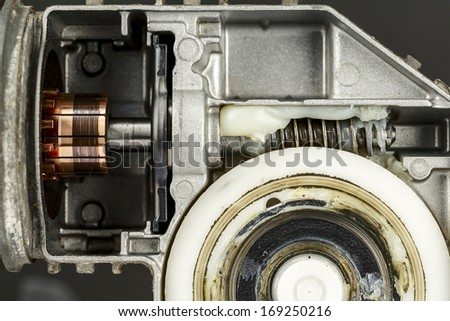 Commutator and worm gear with a mechanism, a part of the electric motor used to drive the car wipers