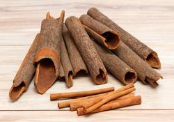 Compare  Cinnamomum cassia and  Cinnamomum verum. Cinnamon cassia originated from China, C. verum from Sri Lanka