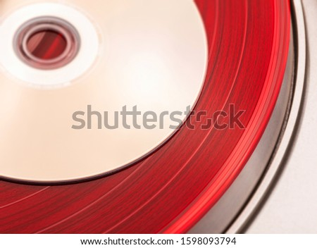Comparing Compact Discs to vinyl, battle of audio storage and playback formats