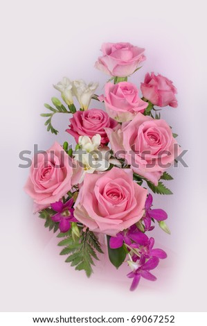 Composition with pink roses