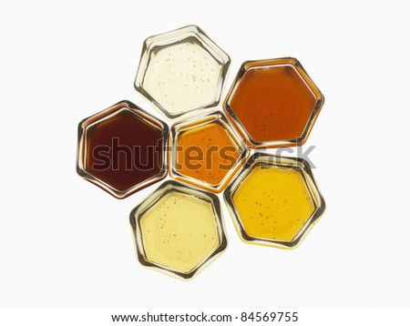 Composition with pots of honey