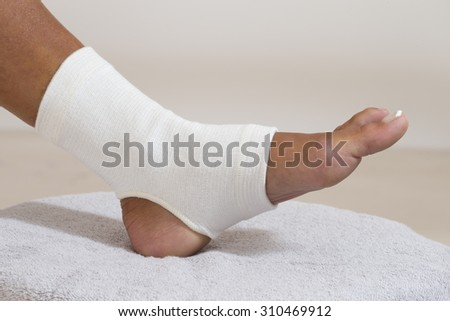 Compression stabilizer ankle. Foot injury, compression bandage