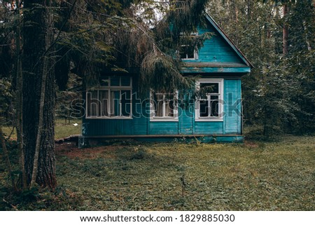 Concept Old houses. An old house in the forest stands near a country road. Сток-фото ©