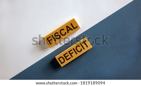 Concept words 'fiscal deficit' on wooden blocks on a beautiful white and blue background. Business concept. Copy space. Foto stock ©