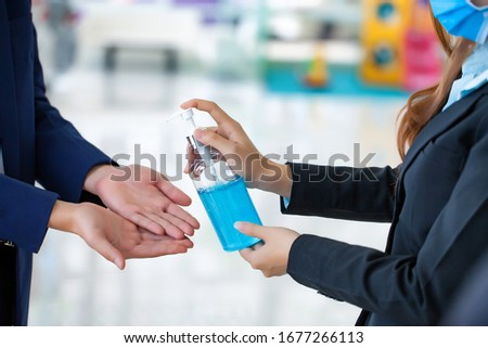 Concepts in preventing contagious diseases. Corona virus [Covid-19] Wash your hands with an alcohol gel to kill bacteria. Medical infrared thermometer use body thermometer  Foto stock ©