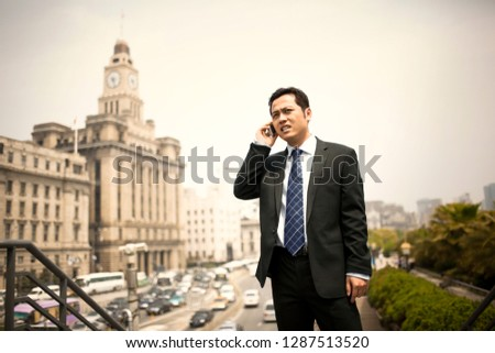Concerned businessman talking on a cell phone. Photo stock ©