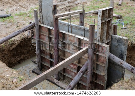 Concrete casting structure consisting of cast iron bars and wood. #1474626203