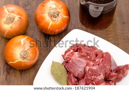 Condiments onions and stock for venison of deer